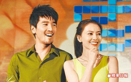 赵又廷(左)和比他大5岁的高圆圆现在热恋中