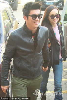 霍思燕与男友杜江牵手去医院探望李小璐