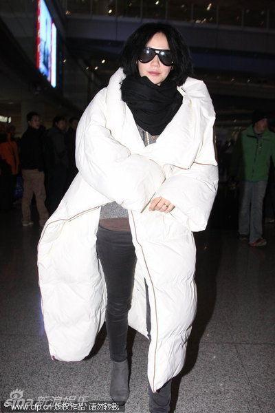 """王菲""""棉被服""""造型"""