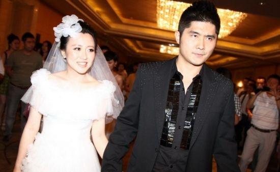 2012年7月29日,潘阳与石磊举行婚礼。