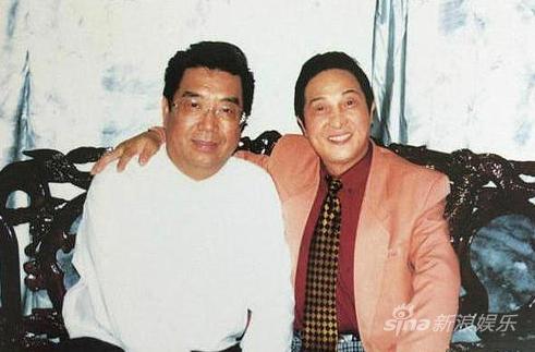 """李双江与""""大师""""王林合影。"""