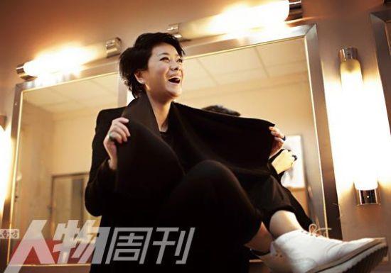 毛阿敏,歌手,上海人,代表作:《绿叶对根的情意》《渴望》。