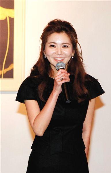 张瑞希和艺术家金贤静曾是演艺圈好友,这次特意来到中国为好友助阵。