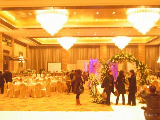 图文:田亮叶一茜婚礼现场通往爱情的隧道