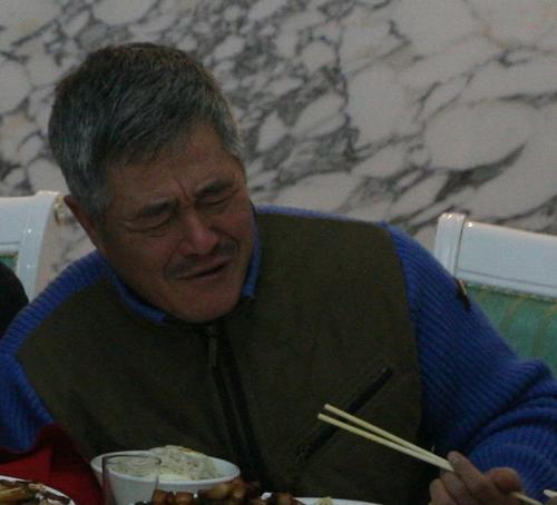 图文:赵本山回乡办父亲丧礼--赵本山痛哭