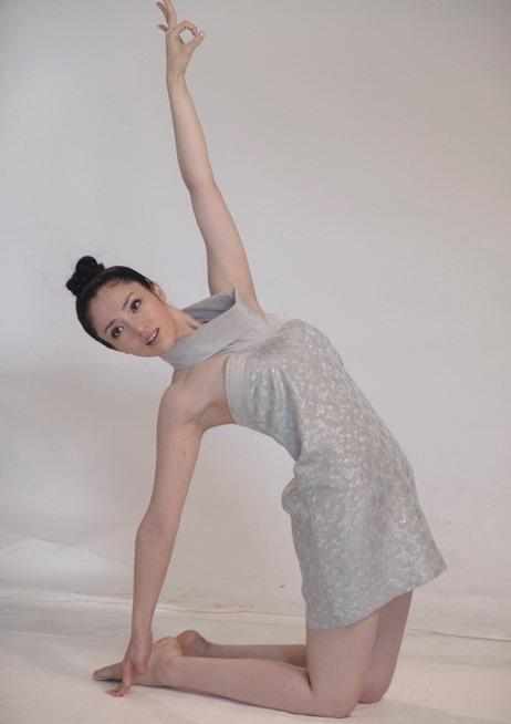 组图:董璇拍摄练瑜伽写真迎奥运展现柔美身段