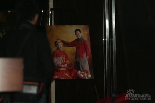花絮:王志文陈坚红婚纱照曝光龙凤礼服喜庆