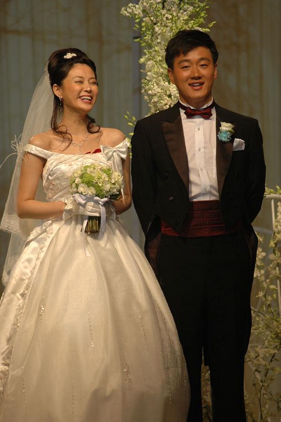 图文:佟大为关悦北京婚礼新郎把新娘逗开怀