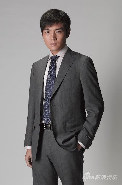 组图:霍政谚最新西装写真 彰显成熟男人魅力