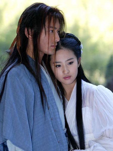 黄晓明刘亦菲曾扮演杨过和小龙女