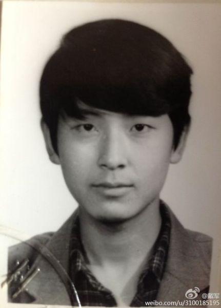 戴军青涩黑白照被赞像韩剧男主角