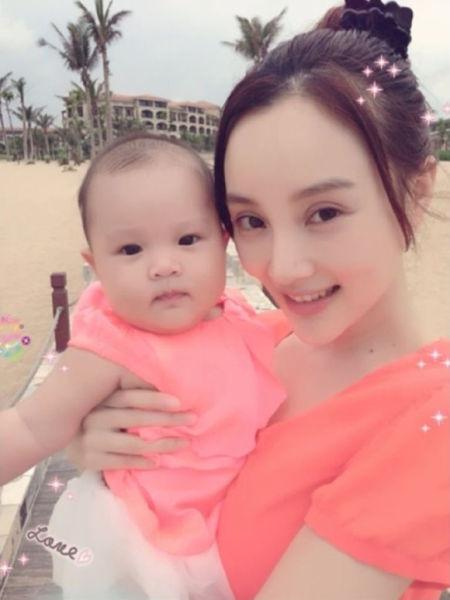 李小璐与女儿穿母女装