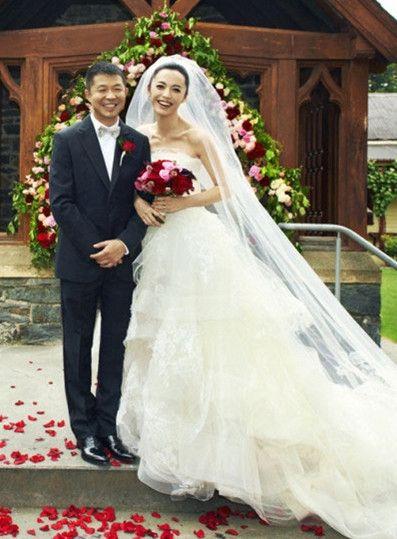 姚晨与老公曹郁结婚照