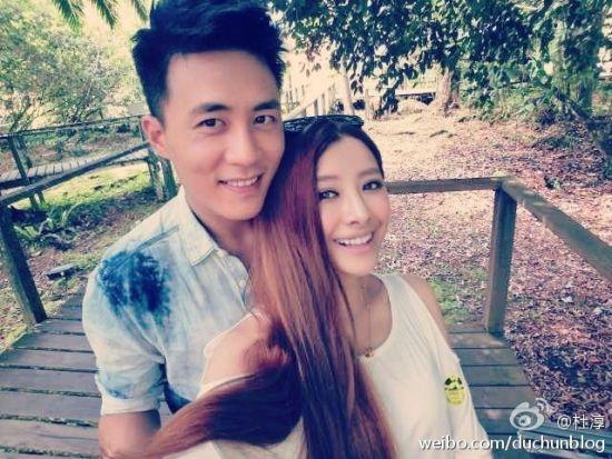 杜淳晒和女友杨璐甜蜜合影