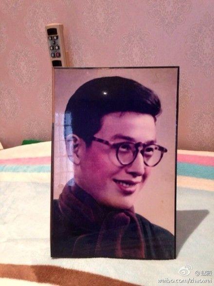 赵薇炫父亲年轻帅照,英俊书生气PK刘烨