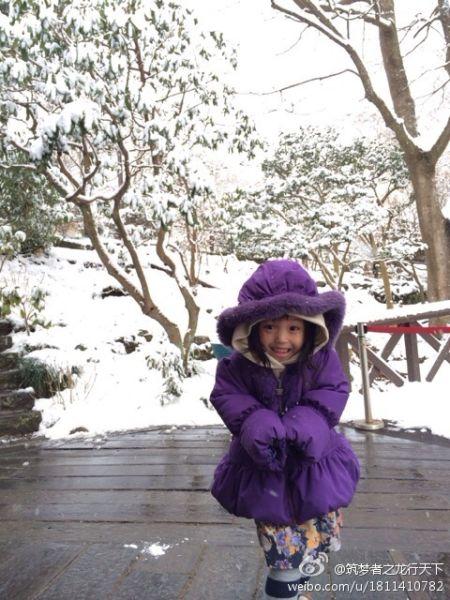 小四月雪中雀跃可爱,被叫小紫薯