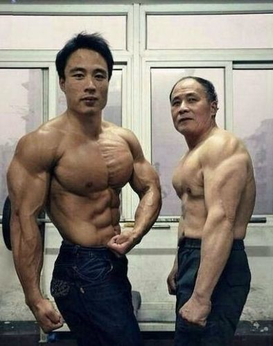 父子合照秀肌肉