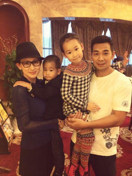 赵文卓与老婆孩子