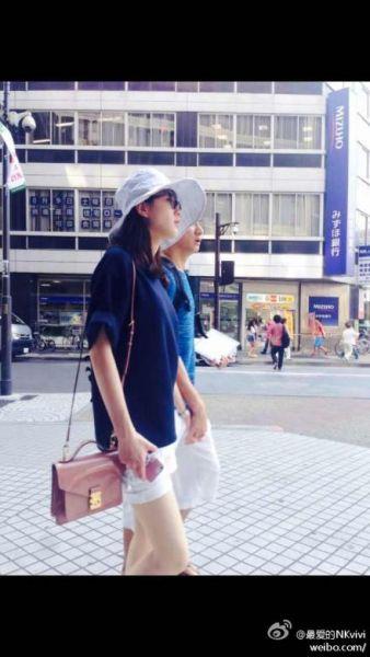 吴奇隆刘诗诗牵手漫步日本街头