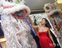 组图:苏菲-玛索上海参加开幕礼红装格外靓眼