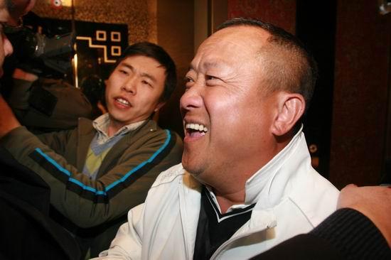 图文:亲友抵达王志文婚宴会场-曾志伟到场祝贺