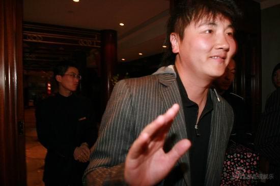 图文:亲友抵达王志文婚宴会场--歌手孙楠