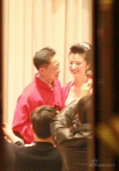 图文:王志文婚宴大宴亲友-新娘笑容满面