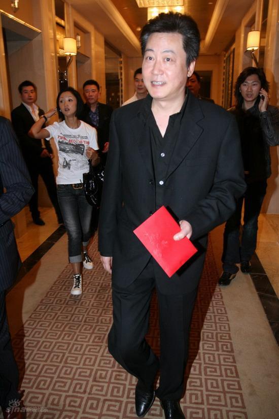 图文:佟大为关悦北京大婚--赵宝刚道贺新人