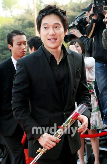 图文:宋昌义凭《黄金新娘》加冕电视最佳男新人