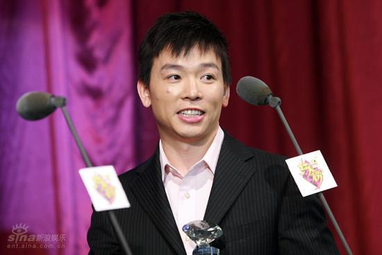 图文:红人榜现场黄旭获得年度领军体育红人