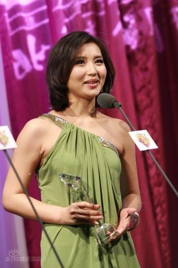 图文:BQ红人榜现场--陈好获得年度魅力红人奖