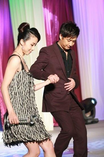 图文:BQ红人榜现场--甜蜜夫妇黄磊孙莉
