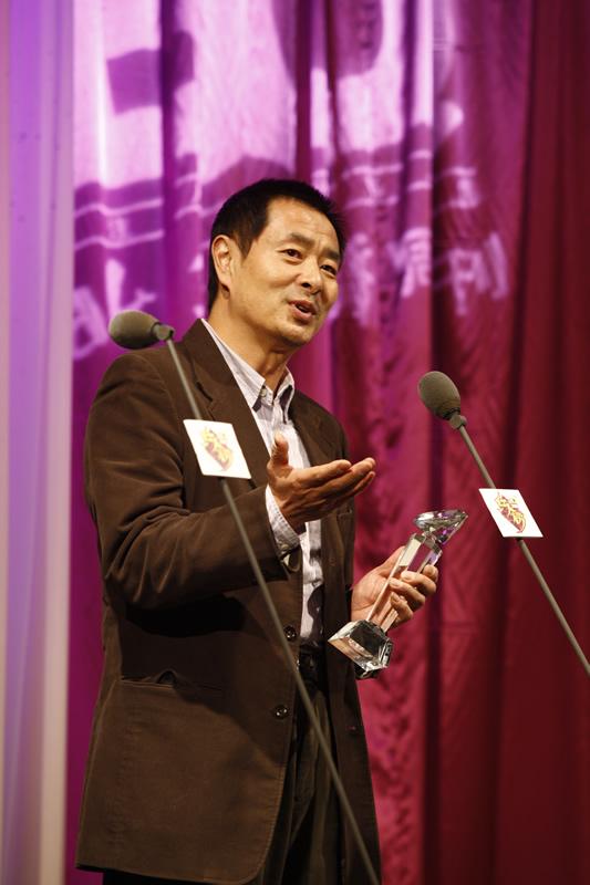 图文:BQ2008红人榜濮存昕荣膺年度慈善明星奖