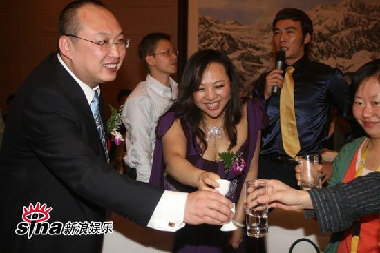 图文:吴翊凤北京大婚--吴翊凤与老公