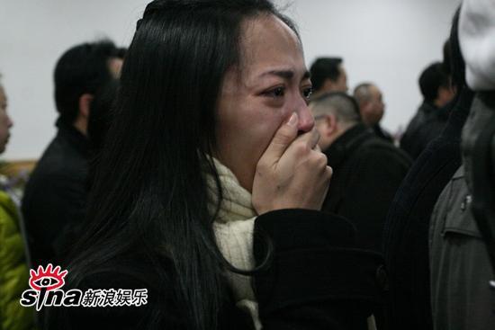 图文:潘星谊遗体告别--姚晨泣不成声