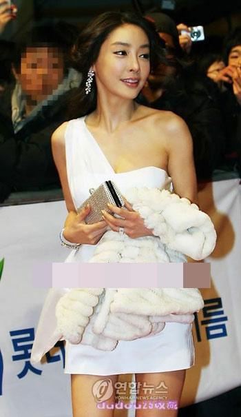 图文:张紫妍生前美丽瞬间-靓丽晚装出席活动