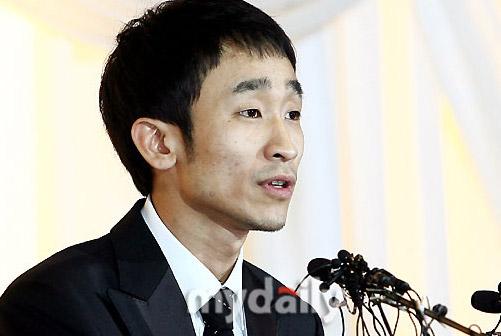 图文:刘长浩开发布会--刘长浩否认给媒体遗书