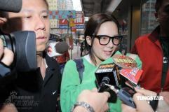 组图:卫诗藏毒被判监禁两年姐姐卫兰拒绝回应