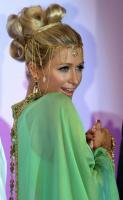 组图:希尔顿迪拜秀雷人造型阿拉伯女郎中国风