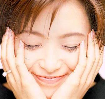 图文:酒井法子精美写真-甜蜜的笑容