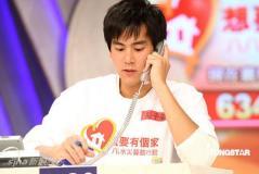 组图:刘德华台湾当接线员两百艺人为灾区筹款