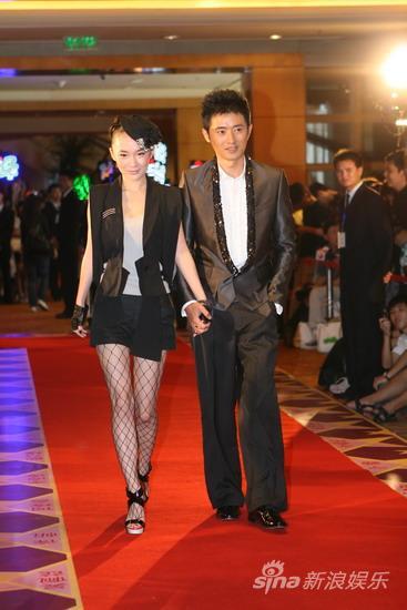 图文:华谊兄弟明星汇红毯--任泉与霍思燕