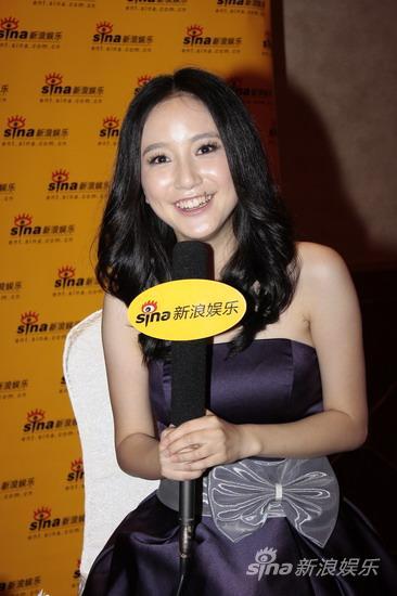 图文:华谊明星汇独家专访--李倩笑容满面
