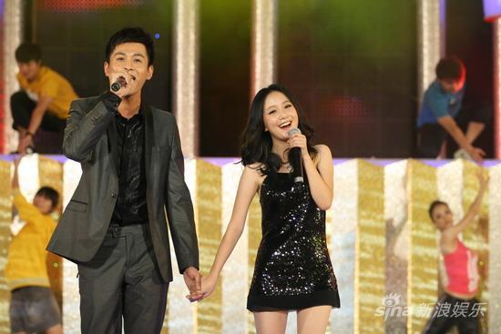 图文:华谊明星汇盛典现场-李倩与乔振宇牵手