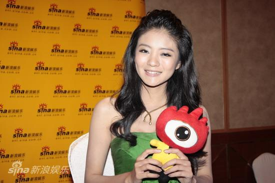 图文:华谊兄弟明星汇专访-安以轩甜美笑容