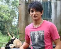 吴奇隆认养熊猫宝宝倡导环保与动物交朋友(图)