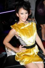 组图:李玟金色洋装显玲珑身材大秀曼妙美背