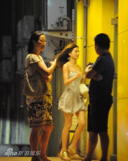 图文:孙悦与新女友树林车震--发丝飞扬