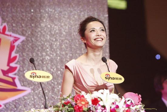 图文:姚晨获得年度女演员荣誉发表感言