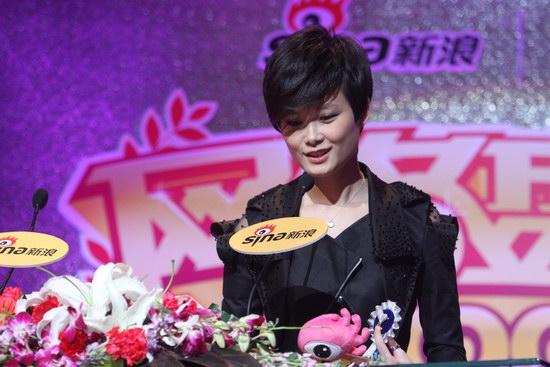 图文:2009新浪网络盛典--李宇春发表感言